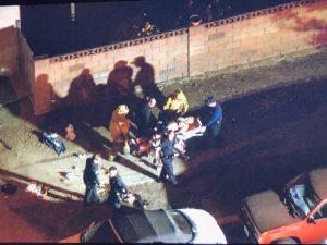 В ЛА на прохожих напал мужчина с мачете и в противогазе