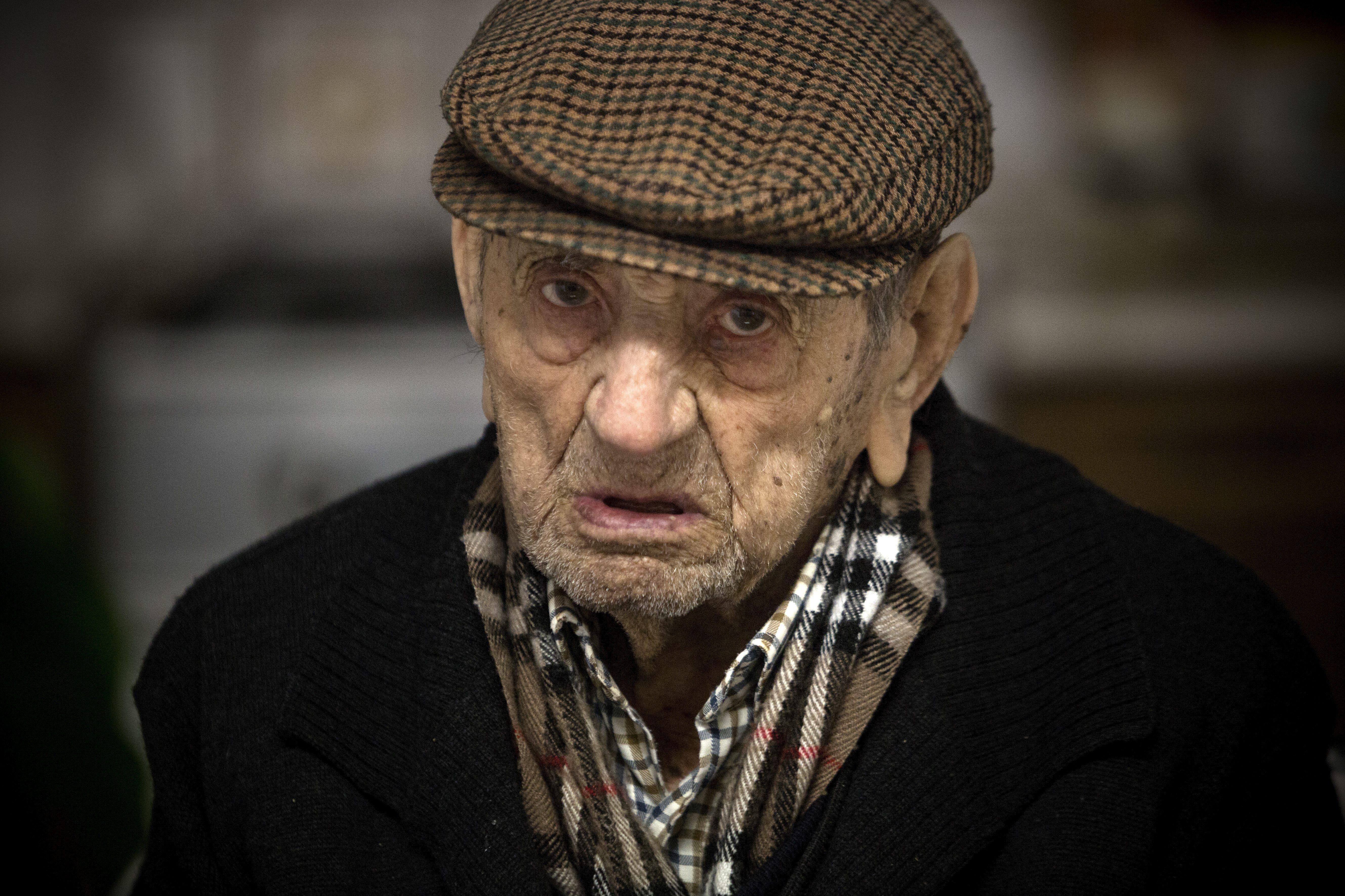 Умер самый пожилой мужчина в мире