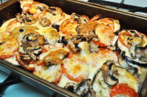 Баклажаны в духовке с помидорами, сыром и грибами