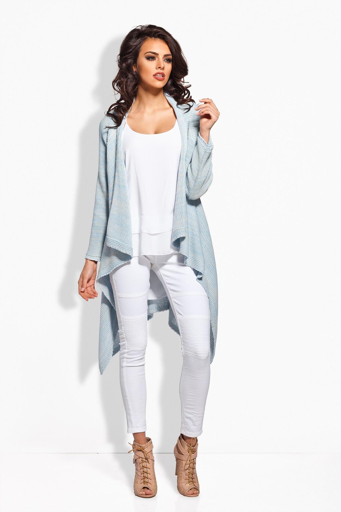 Белые джинсы и кардиган