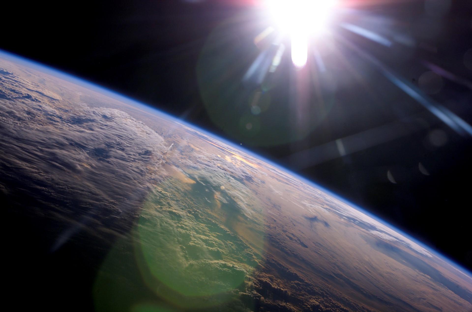 Доказано катастрофическое смещение орбиты Земли