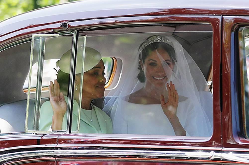 Меган Маркл с мамой прибывает в церковь