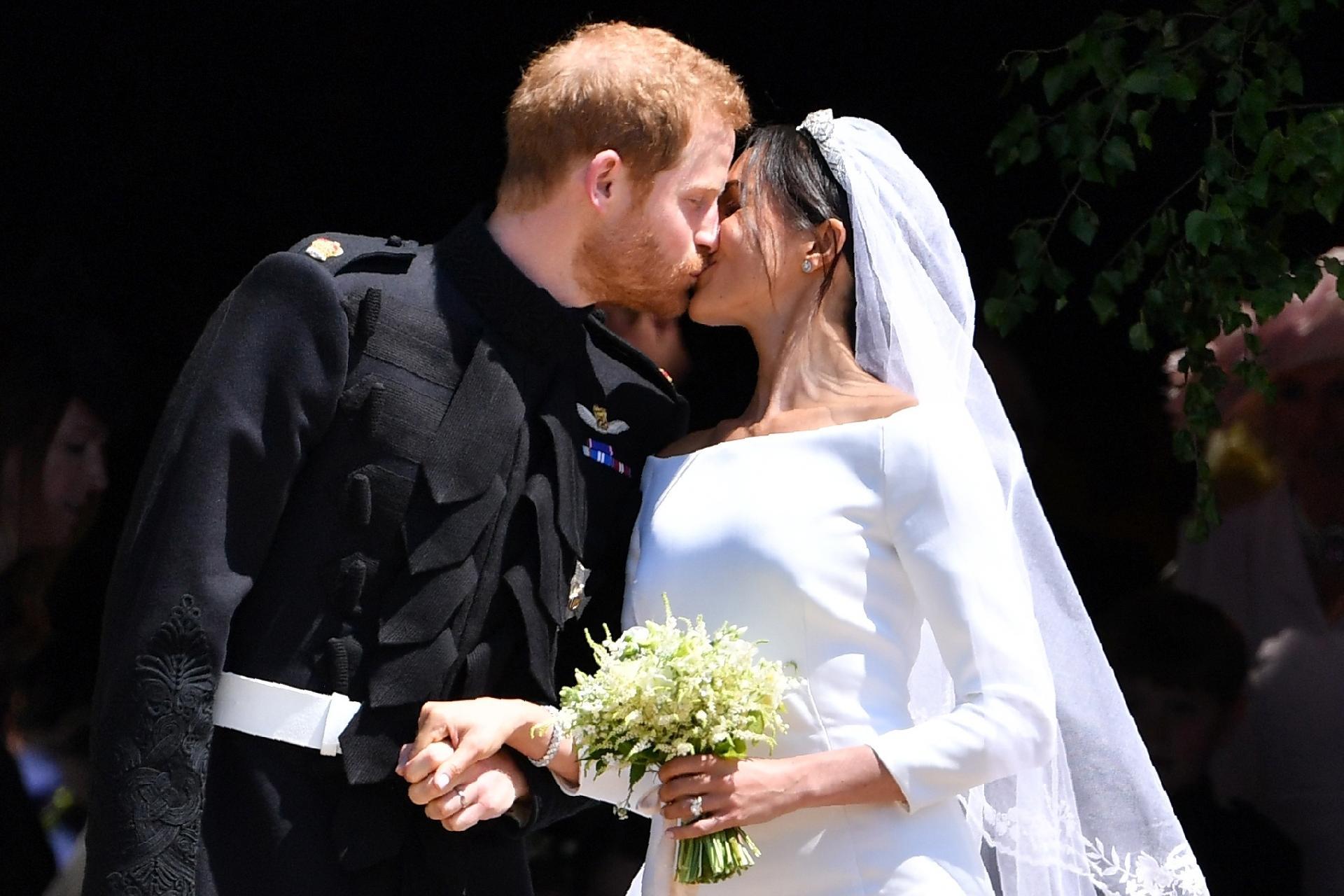 Первый поцелуй принца Гарри и Меган Маркл