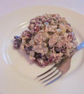 Салат из говядины и красной фасоли