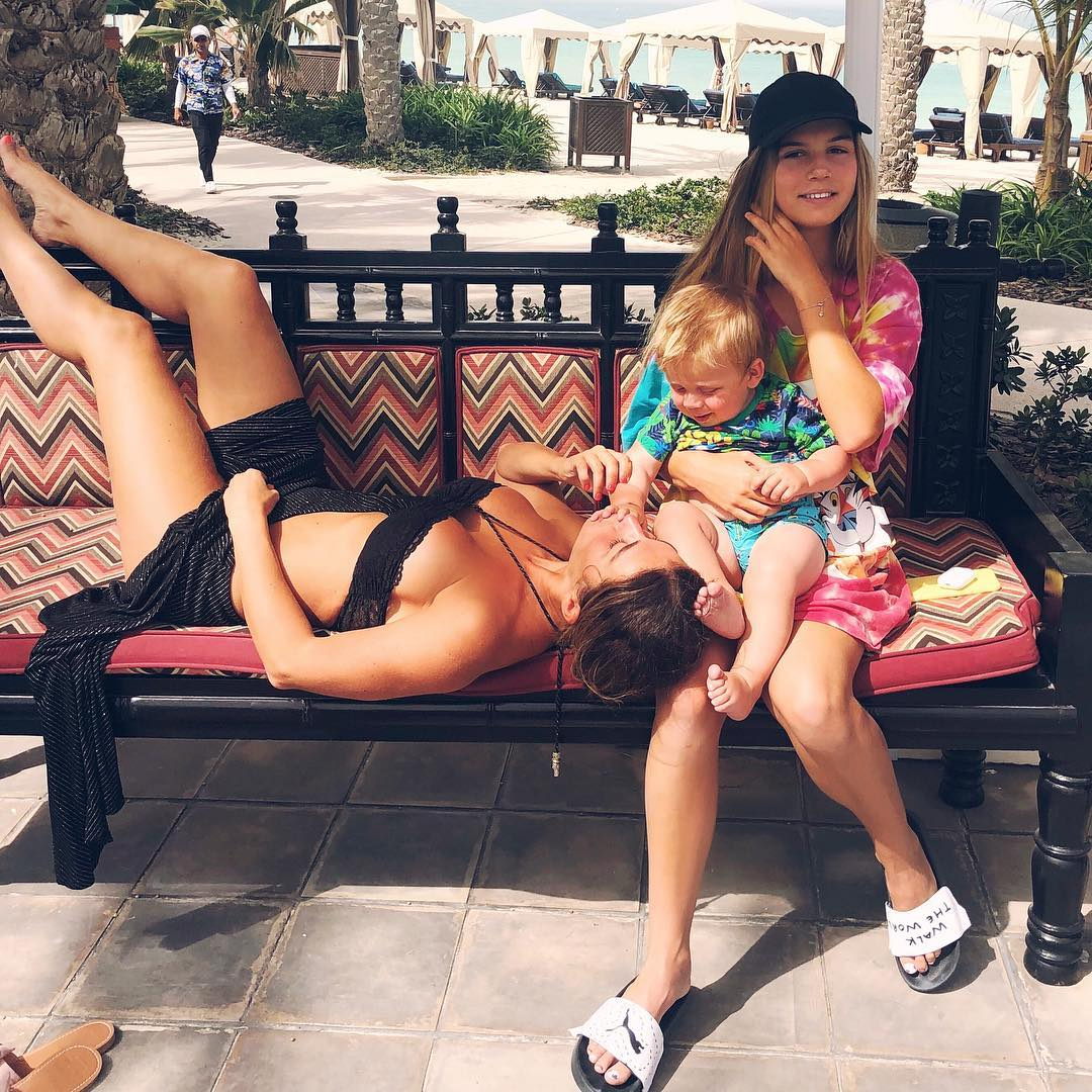 Анна Седокова с дочерью Алиной и сыном Гектором